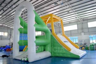 Bounica Inflatable Floating Water Climbing Tower For Water Park
